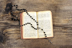 The Bible and a rosary Royalty Free Stock Images