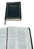 Bible ukrainienne ouverte et fermée sur le blanc Photo stock