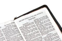 Biblia abierta al timothy Imagen de archivo