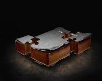 Biblia del pedazo del rompecabezas imágenes de archivo libres de regalías