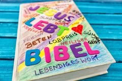 Biblia en azul Imágenes de archivo libres de regalías