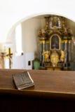 Biblia en la iglesia Imagen de archivo libre de regalías