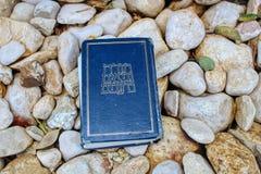Biblia hebrea, Tanakh Torah, nevos 'im, Ketuvim en piedras naturales en Israel imagen de archivo libre de regalías