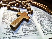 Biblia i różaniec fotografia royalty free