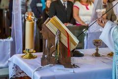 Biblia - la Sagrada Biblia en iglesia fotografía de archivo libre de regalías