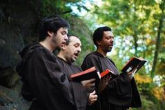 Biblia leída, festival medieval del grupo de New York City Foto de archivo libre de regalías