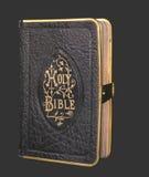 Biblia negra vieja Foto de archivo libre de regalías