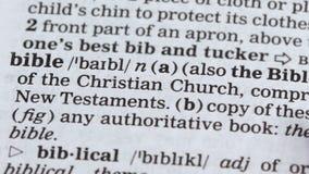 Biblia, ołówek wskazujący słownictwo, główna księga chrześcijańska, wiara w Boga zdjęcie wideo