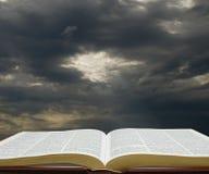 Światło na biblii Obrazy Royalty Free