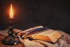 Biblia santa abierta Fotos de archivo libres de regalías