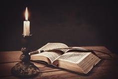Biblia santa abierta Fotografía de archivo