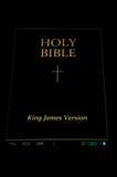 Biblia santa en androide fotografía de archivo