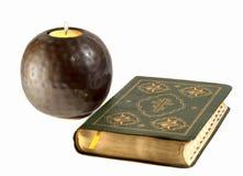 Biblia, świeczka Fotografia Royalty Free