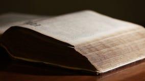 Biblia Wyjawiająca światłem zbiory