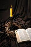 Biblia y corona de espinas fotos de archivo libres de regalías