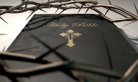 Biblia y corona de espinas Foto de archivo