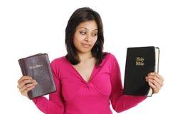 Biblias cristianas de la explotación agrícola dos a elegir de Foto de archivo