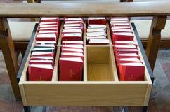 Biblias en iglesia Foto de archivo