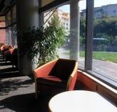 Biblioteca adentro y hacia fuera Imagen de archivo