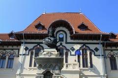 Biblioteca antica e la statua di Radu Negru Immagini Stock Libere da Diritti