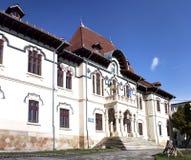Biblioteca da cidade de Campulung foto de stock