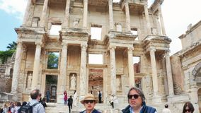 Biblioteca de Celsus en Ephesus Efes Ciudad Esmirna, Turqu?a del griego cl?sico Incline el cambio para revelar metrajes