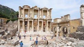 Biblioteca de Celsus de la ciudad antigua de Ephesus almacen de metraje de vídeo