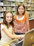 Biblioteca de escola - atitude foto de stock