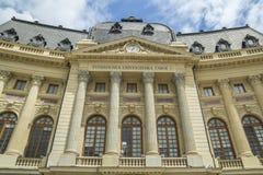 Biblioteca de universidad central de Bucarest imagenes de archivo