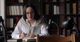 Biblioteca de Writing Notes In do estudante filme
