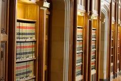 Biblioteca del libro de ley Fotos de archivo libres de regalías