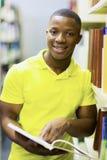 Biblioteca della lettura dello studente Fotografie Stock