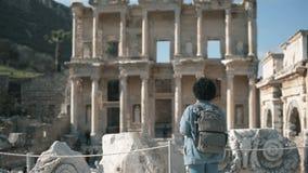 Biblioteca di Celcus alla città antica Smirne Turchia di Ephesus stock footage