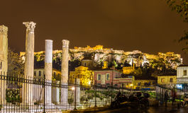 A biblioteca e a acrópole de Hadrian de Atenas Fotos de Stock Royalty Free