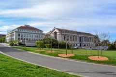 Biblioteca en campus de la universidad Imagen de archivo