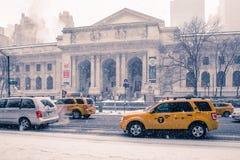 Biblioteca pública de Nueva York del día Nevado Foto de archivo