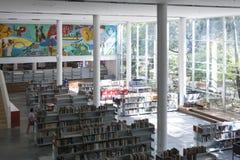 Biblioteca pública medellin biblioteca pública piloto primeira jornada dezembro de 2018 imagens de stock