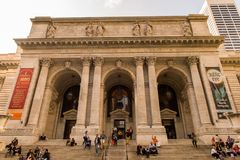 Biblioteca pública na 5a avenida, Bryant Park, Manhattan, Y novo Imagens de Stock