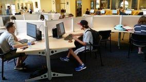 Biblioteca universitaria: Laboratorio del computer Fotografia Stock Libera da Diritti