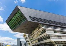 Biblioteca y centro de aprendizaje de la universidad de la economía Viena, Austria fotos de archivo