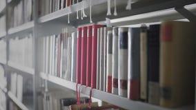 Biblioteczny wn?trze Shelfs z książkami zdjęcie wideo