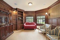 Bibliothèque avec le sofa rouge Image stock