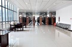 Bibliothèque d'école Photos libres de droits