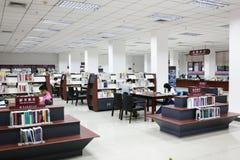 Bibliothèque d'étudiant Photo stock