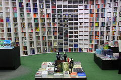 Bibliothèque moderne image éditorial. Image du intérieur - 38866625