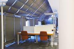 Bibliothèque moderne avec les taches rading Bille 3d différente images libres de droits