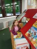 Bibliothèque municipale dans l'école Photographie stock libre de droits