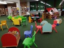 Bibliothèque municipale dans l'école Image stock