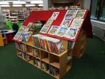 Bibliothèque municipale dans l'école Photo libre de droits