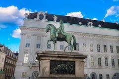 Bibliothèque nationale autrichienne avec le monument à l'empereur Joseph II l'Autriche en septembre 2017 image libre de droits